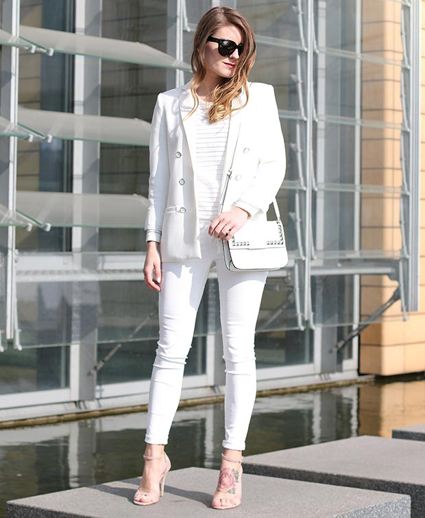 a8884de340a48 27 Astonishing White Outfit That Will Make You Look Absolutely Stunning