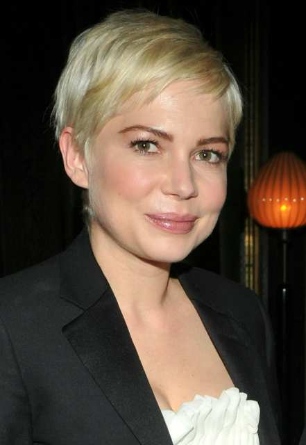 "NEW YORK, NY - DECEMBER 13: Actress Michelle Williams attends the Cinema Society & Piaget screening of ""Blue Valentine"" at theSoho Grand Hotel on December 13, 2010 in New York City. (Photo by Stephen Lovekin/Getty Images)"