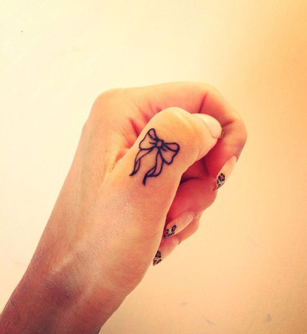 23-Bow-Finger-Tattoo.