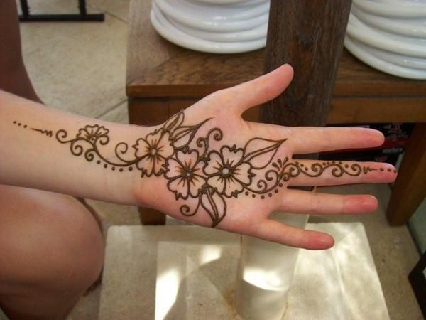 64110416-henna-tattoo-designs-