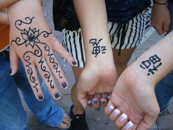 7110416-henna-tattoo-designs-