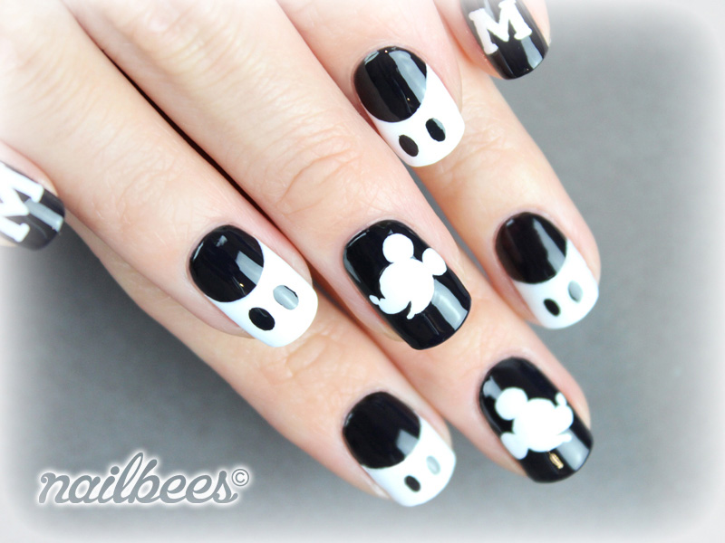 Mickey-Mouse-White-Nail-Design