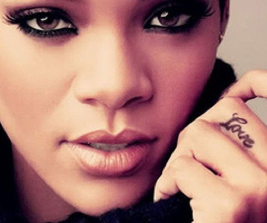 rihanna-hand-tattoo